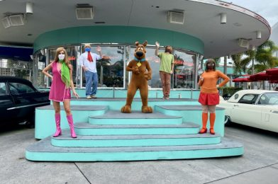 Universal Orlando Character Interactions Now Include Social Distancing (Photos, Video)