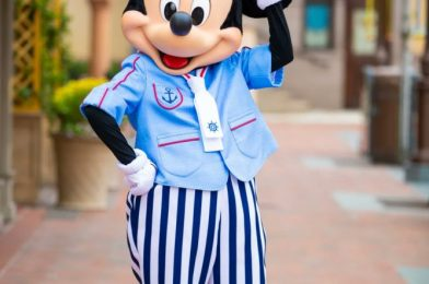 """PHOTOS: New Cute Outfits for Mickey & Minnie Coming to Shanghai Disneyland for """"Splash into Magic"""" Event"""