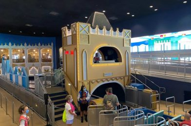 """PHOTOS: Gold and White Added Back Into Repainting of """"it's a small world"""" at Magic Kingdom"""
